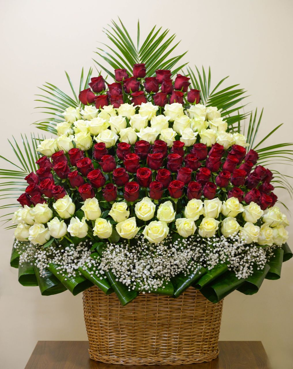Фото корзина больших цветов